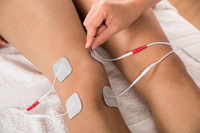 EMSを貼る膝